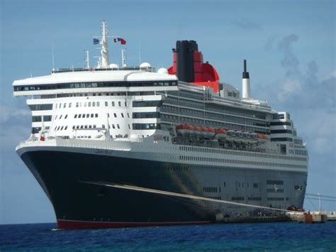 "Bild ""Auf Dock in Curacao Willemstad"" zu Queen Mary 2 in"