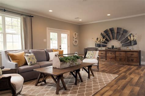 Joanna Gaines Fixer Living Room by Photos Hgtv S Fixer With Chip And Joanna Gaines Hgtv