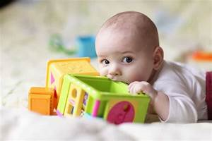 Spielzeug Für Baby 8 Monate : spielzeugideen f r babys bis 6 monate spielzeug baby 6 ~ Watch28wear.com Haus und Dekorationen