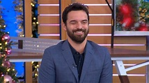 Jake Johnson gets roasted in the 'New Girl' cast's group ...