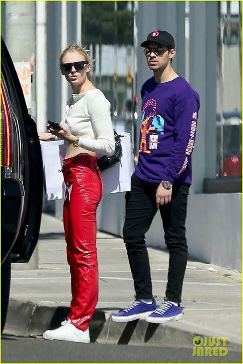 Sophie Turner & Fiance Joe Jonas Flaunt PDA Ahead of 'GOT ...