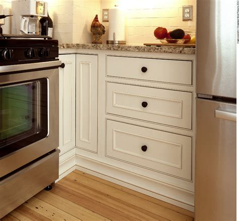 cabinet pictures kitchen showplace cabinets kitchen traditional kitchen 1932