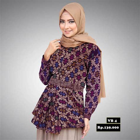 desain baju batik modern terbaik untuk wanita saat acara keluarga