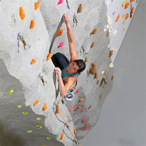 equipement escalade en salle rocspot la plus grande salle d escalade de suisse romande ouvre ses portes
