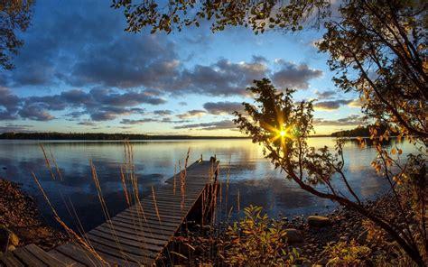 Lake Wood Bridge Morning Rays Of The Sun Background ...