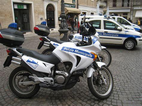 Polizia Municipale Porto Recanati by Sfogano La Loro Passione In Spiaggia Davanti A Tutti