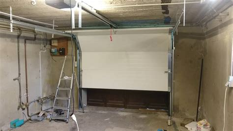 porte de garage sectionnelle turia marque maguisa