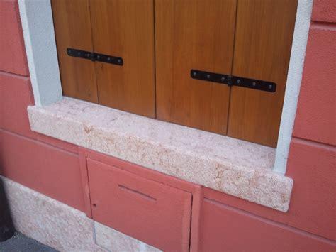 marmi per davanzali foto di finestre di marmo con balcone
