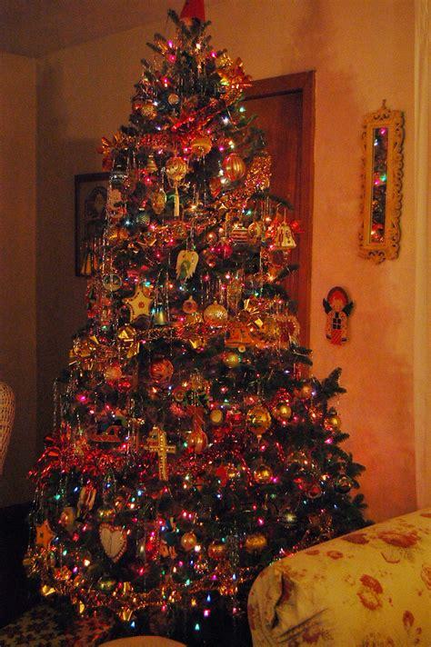 farmhouse life decorating our christmas tree