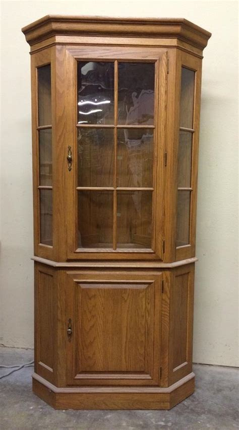 ethan allen curio cabinet curio corner cabinet ethan allen vintage lighted glass