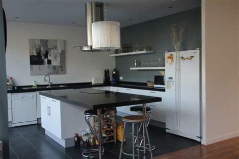 cuisine en l ouverte sur salon cuisine ouverte sur salon appartement cuisine en image
