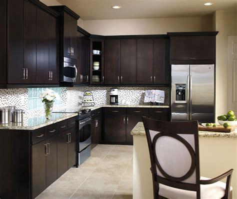 aristokraft oak kitchen cabinets sarsaparilla maple cabinet finish aristokraft cabinetry