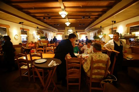olive garden chicago il olive garden s cost cutting plan clean carpet less