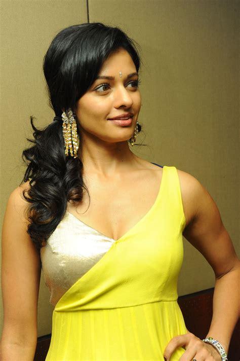 Pooja Kumar Vishwaroopam Actress Sexy Pics Hq Pics N