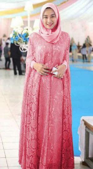 model kebaya wisuda syari  wanita muslimah modern