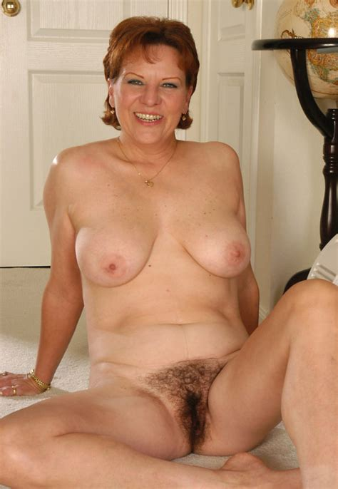 Mature Showing Off Her Hairy Pussy Pichunter