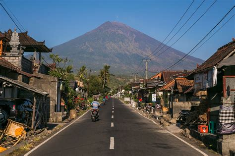 Bali News Fear Of Volcano Eruption On Bali Drives 145 000 From Homes