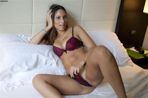 Sexy Nude Italian Girl Pics: Loving Teasing - Erotic ...
