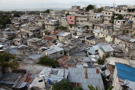 a quarter of world s population lives in urban slums