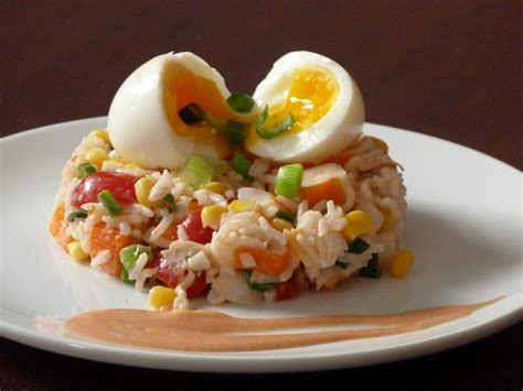 cuisine riz salade de riz aux bâtonnets de crabe oignon nouveau et