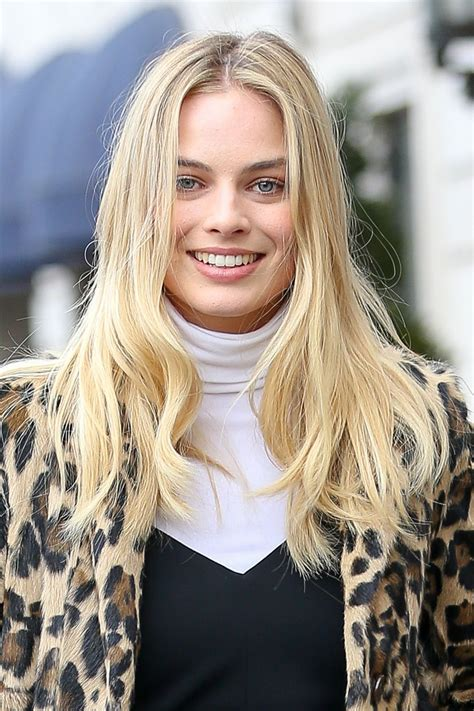 Margot Robbie Street Fashion Out In New York City