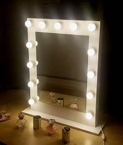 Miroir Lumineux Maquillage : 17 meilleures id es propos de miroir maquillage sur pinterest coiffeuses miroir coiffeuse ~ Teatrodelosmanantiales.com Idées de Décoration