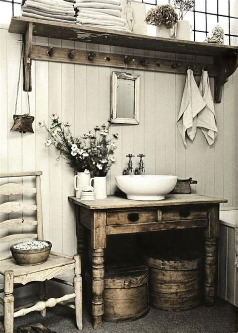Rustic Small Bathrooms by Best 25 Small Rustic Bathrooms Ideas On