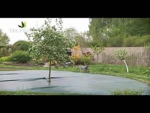 Comment Encadrer Une Toile : comment poser une toile de paillage jardinerie truffaut tv youtube ~ Voncanada.com Idées de Décoration