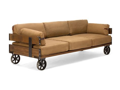 couch im industrie  sofa mit rollen  sitzer