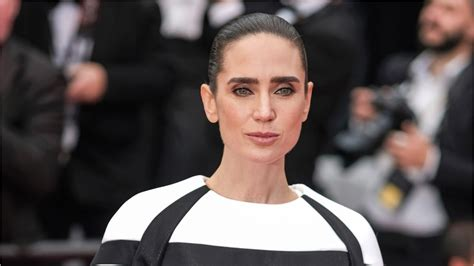 jennifer connelly top gun jennifer connelly in talks to join tom cruise in top gun 2