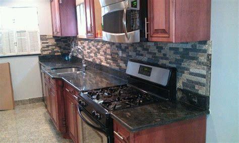 Recycled Granite Split Stone Veneer As A Kitchen