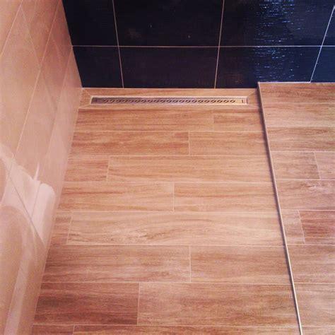 Bac De Italienne Bac 224 A L Italienne Avec Caniveau En Imitation Parquet Tile Tiles Tiled Tileaddiction