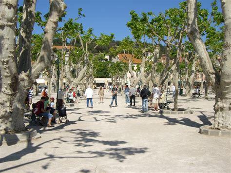 Panoramio - Photo of Place des Lices- partie de petanque