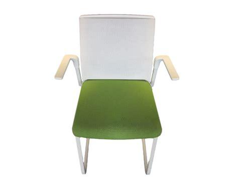 chaise visiteur bureau chaise de r 233 union verte accoudoirs adopte un bureau