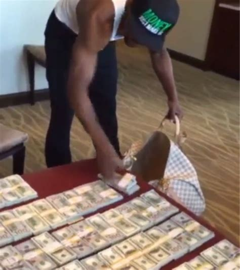 mayweather money stack tmt floyd mayweather shows off several stacks of cash as