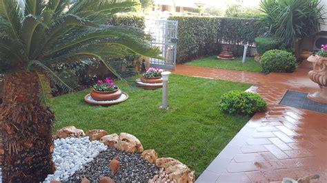 giardini con aiuole realizzazione di prato in zolla e aiuola rocciosa con