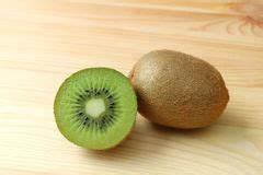 Reifen Kiwis Nach : kiwi frucht querschnitt stockfoto bild von st ck ~ A.2002-acura-tl-radio.info Haus und Dekorationen