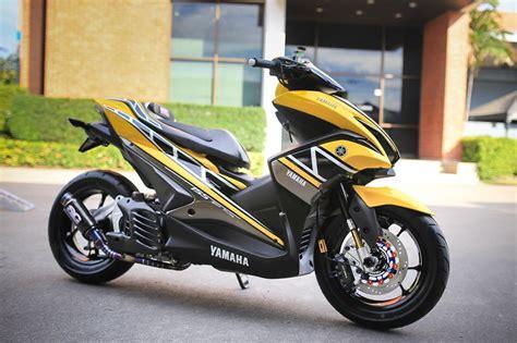 Modifikasi Yamaha Aerox 2017 by Aerox 155 Warna Kuning Dimodif Livery 60th Anniversary
