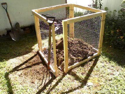 heap composting wood frame galvanized chicken wire