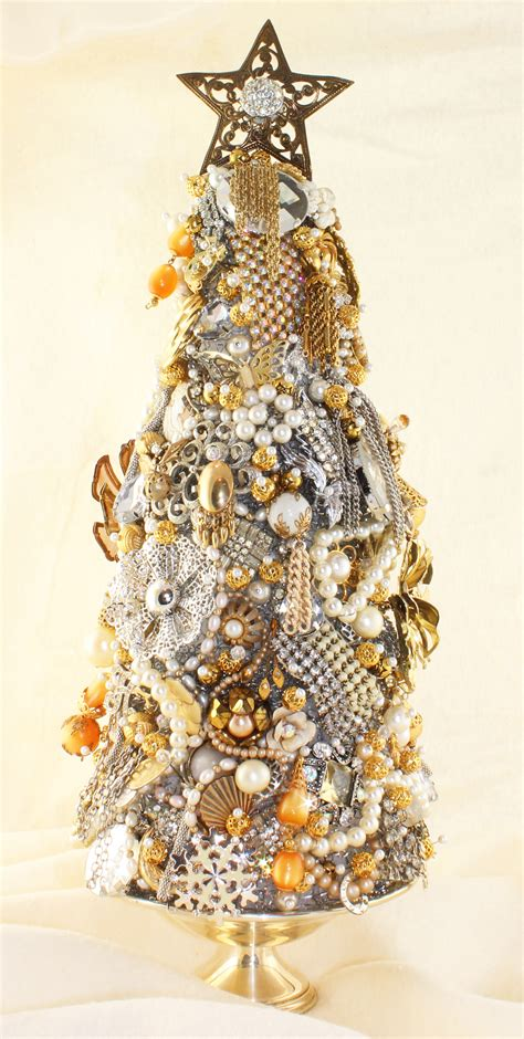 Make A Sparkling Diy Jewelry Christmas Tree Heirloom