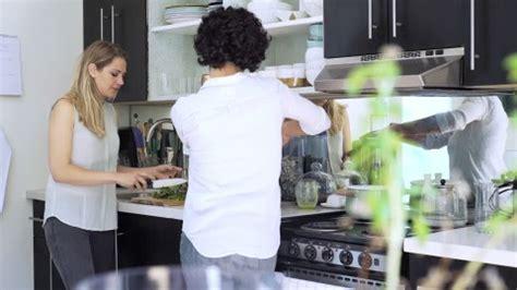 lesbienne cuisine lesbienne stock lesbienne stock footage