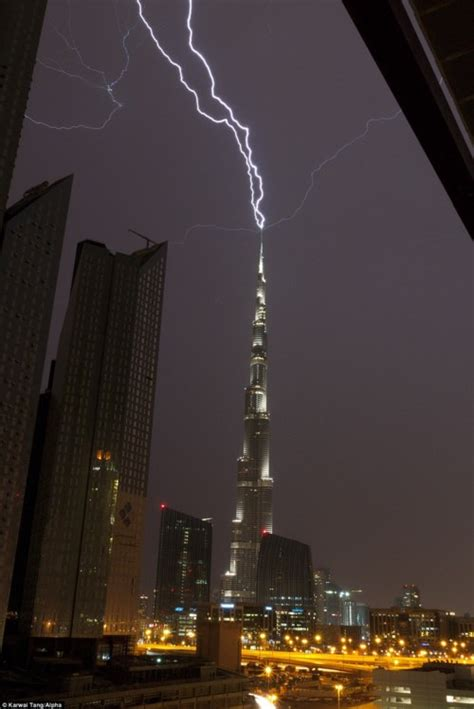 The tallest building in the world being struck by lightning : pics