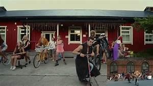 MACKLEMORE & RYAN LEWIS - THRIFT SHOP FEAT. WANZ (OFFICIAL ...