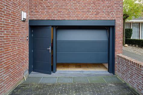 Garagedeur Met Loopdeur  Different Doors Garagedeuren