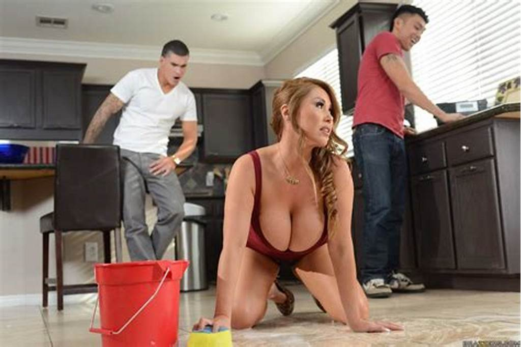#Hot #Maid #Kianna #Dior #Soaps #Up #Her #Boobs #Then #Gets #Drilled