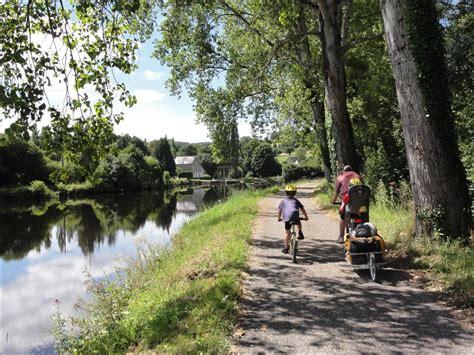 canap famille nombreuse canal de nantes à brest à vélo en famille