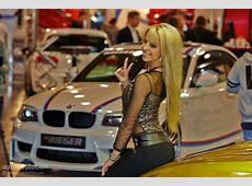Hot Girls Washing a Porsche 911 Classic at Essen Motor