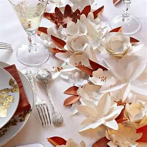 Fleur De Papier : des fleurs en papier en guise de chemin de table marie ~ Farleysfitness.com Idées de Décoration