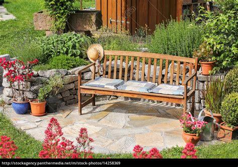 sitzplatz im garten sitzplatz im garten lizenzfreies bild 14258369