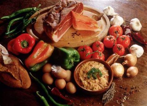 specialite basque cuisine dossier gt gastronomie des pyrénées atlantiques piment d 39 espelette piperade et foie gras